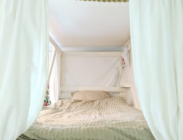 Spacious bunk bed on 1st floor